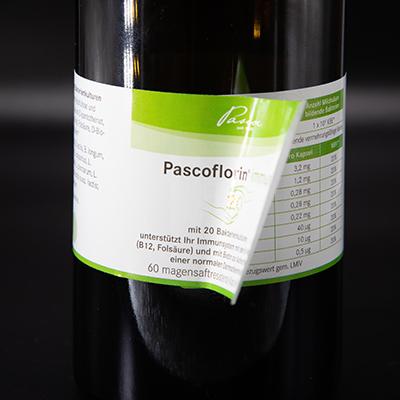 Flasche mit umwickeltem Etikett